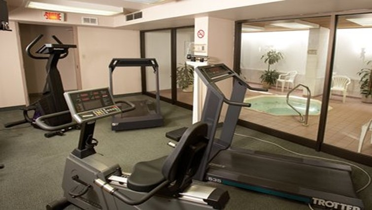 Equipped gym in Quality Inn & Suites P.E. Trudeau Airport
