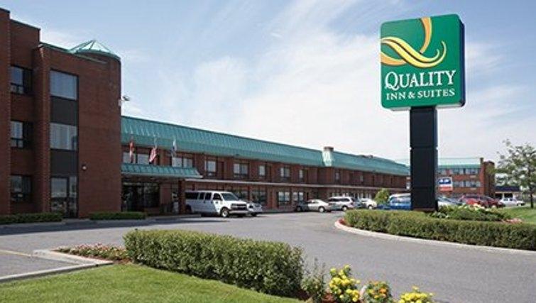 Inviting exterior of Quality Inn & Suites P.E. Trudeau Airport