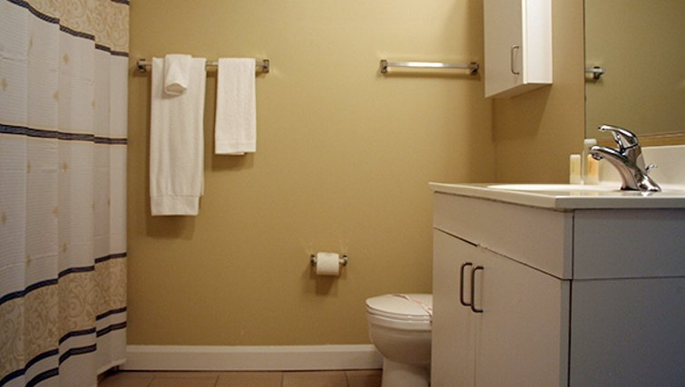 Ideal bathroom in Archstone Midtown West Apartments