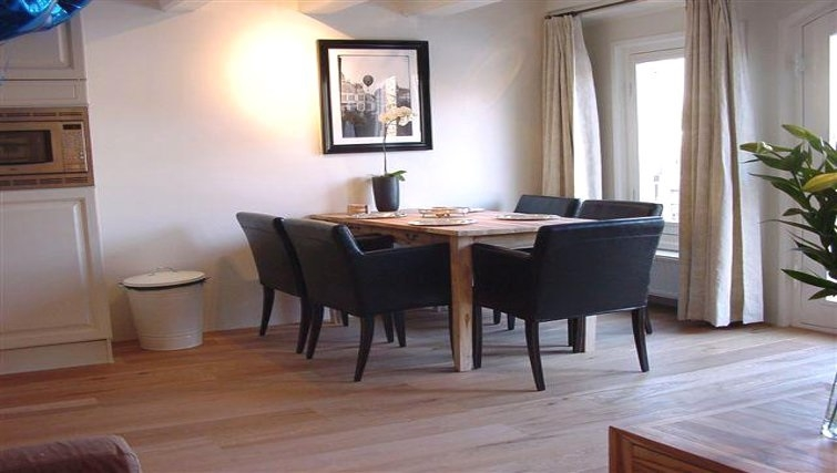 Practical dining area in Princess Apartments, Amsterdam
