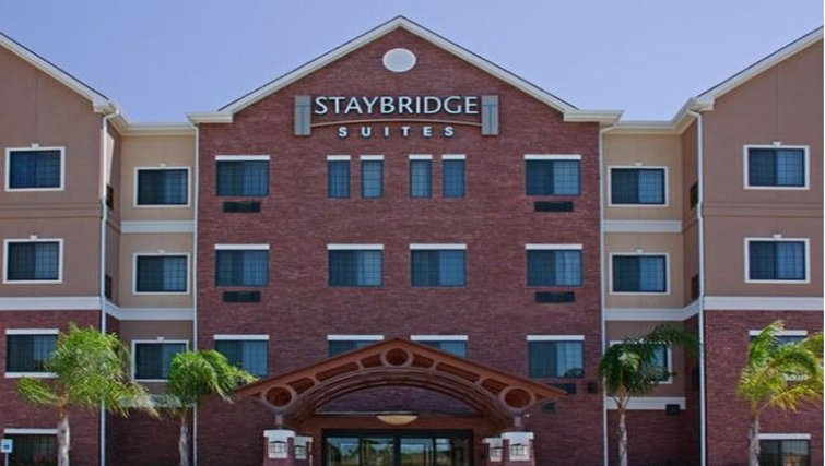 Grand exterior of Staybridge Suites Houston-Nasa/Clear Lake