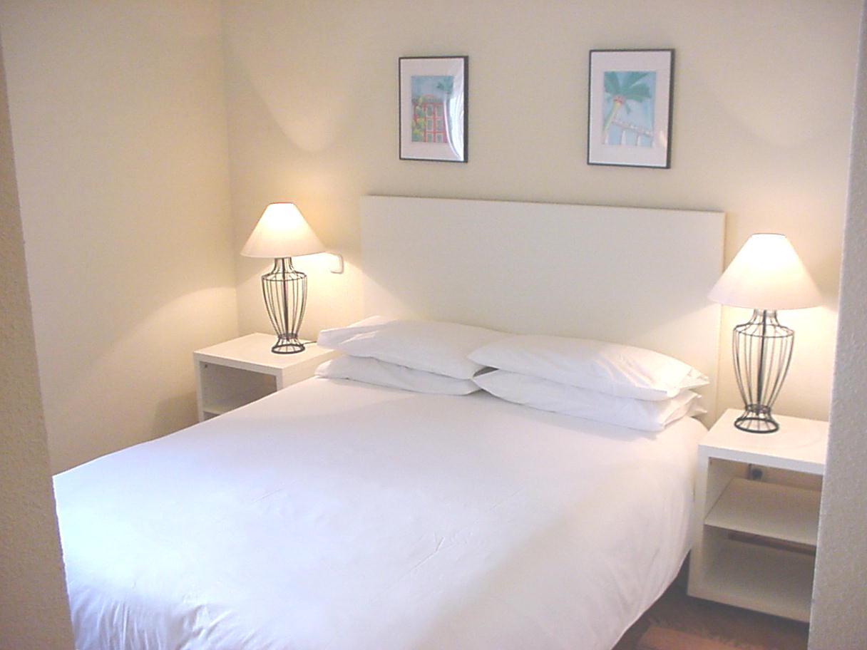 Bed at Castillo 20 Apartment, Trafalgar, Madrid