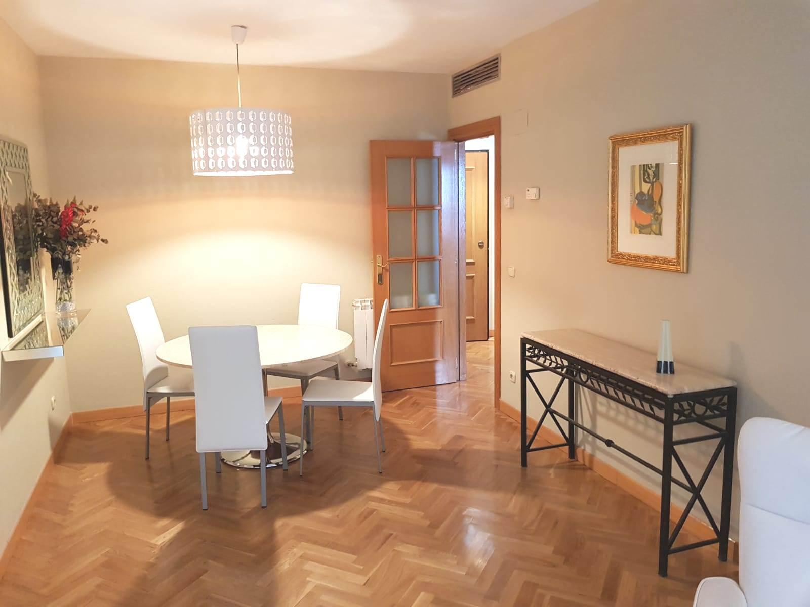 Dining area at Castillo 20 Apartment, Trafalgar, Madrid