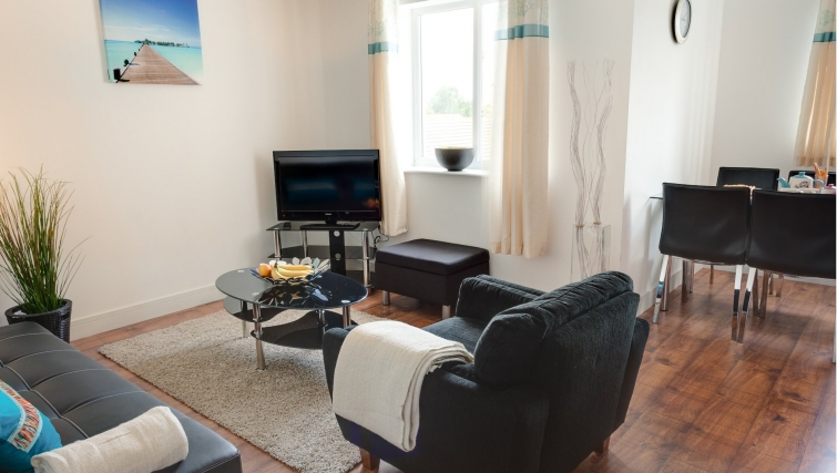 Delightful living area in Meridian Apartment Suites