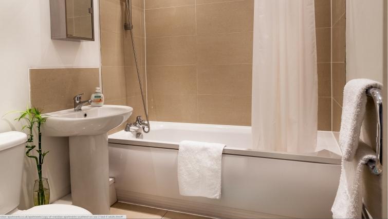 Modern bathroom in Meridian Apartment Suites