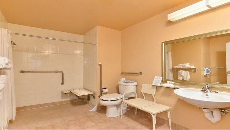Practical bathroom in Staybridge Suites Calgary Airport