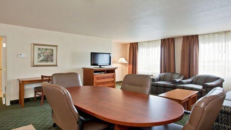 Simplistic dining area in Staybridge Suites Calgary Airport