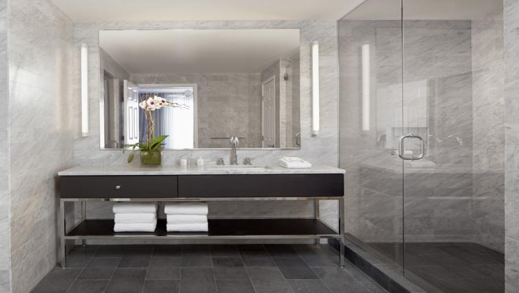 Gorgeous bathroom in AKA Beverly Hills