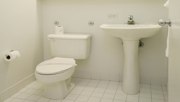 Bright bathroom in 777 6th Avenue Apartments