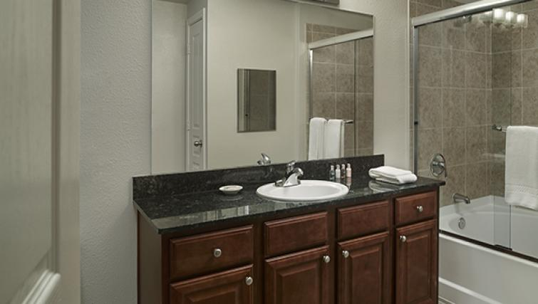 Pristine bathroom in AVE Clifton Apartments