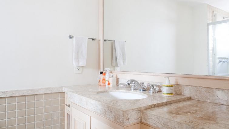 Bright bathroom in Capote Valente Apartment