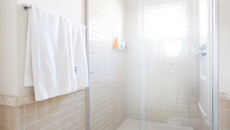 Pristine bathroom in Capote Valente Apartment