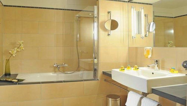 Modern bathroom in Best Western Hotel Bremen City