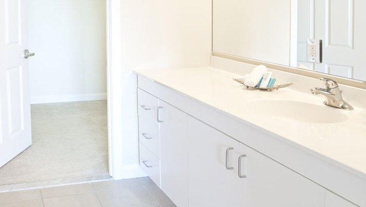 Bright bathroom in The Pier Apartments