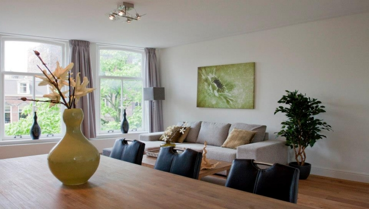 Stylish living area in Oudegracht Apartments