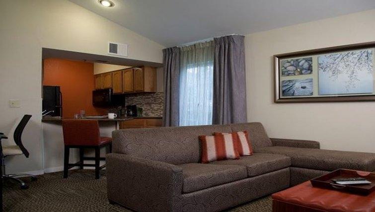 Comfortable living area in Staybridge Suites Chatsworth