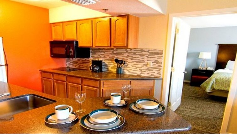 Ideal kitchen in Staybridge Suites Chatsworth