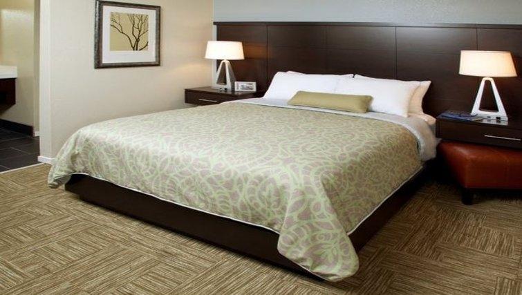 Relaxing bedroom in Staybridge Suites Chatsworth