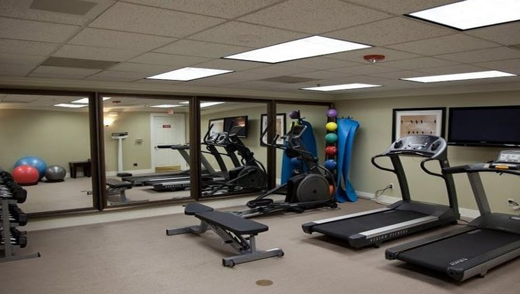 Equipped gym in Staybridge Suites Chatsworth