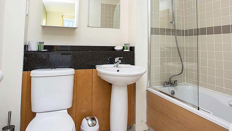 Ideal bathroom in Gasworks Apartments