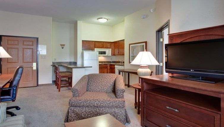 Multifunctional living area in Staybridge Suites Phoenix-Glendale