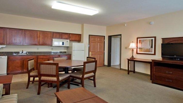 Spacious dining area in Staybridge Suites Phoenix-Glendale