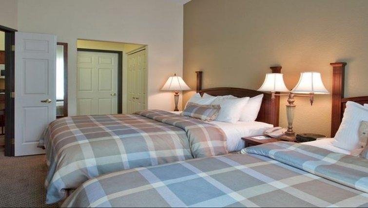Cosy bedroom in Staybridge Suites Phoenix-Glendale