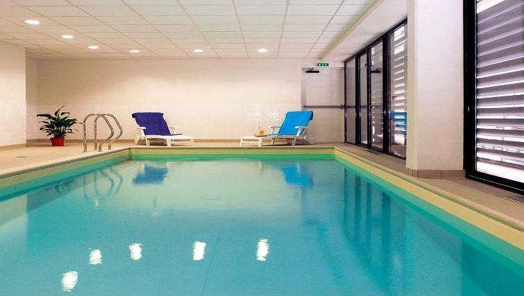 Gorgeous pool in Adagio Access Orleans