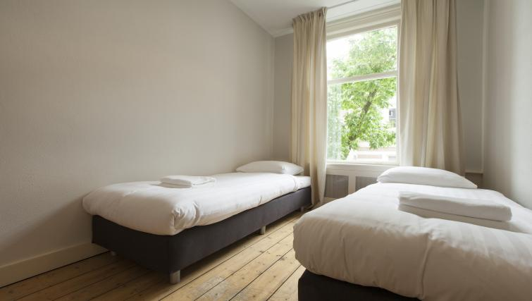 Twin beds at Wieger Apartment, Amsterdam