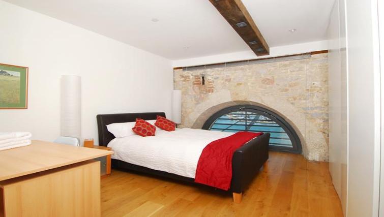 Spacious bedroom in Brewhouse Royal William Yard Apartments