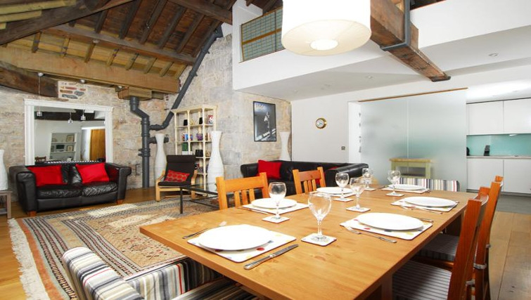 Charming dining area in Brewhouse Royal William Yard Apartments