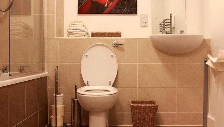 Pristine bathroom in Salford Quays Apartments