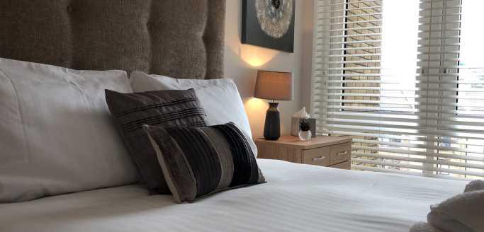 Two bedroom bed at Kew Bridge Piazza Apartments