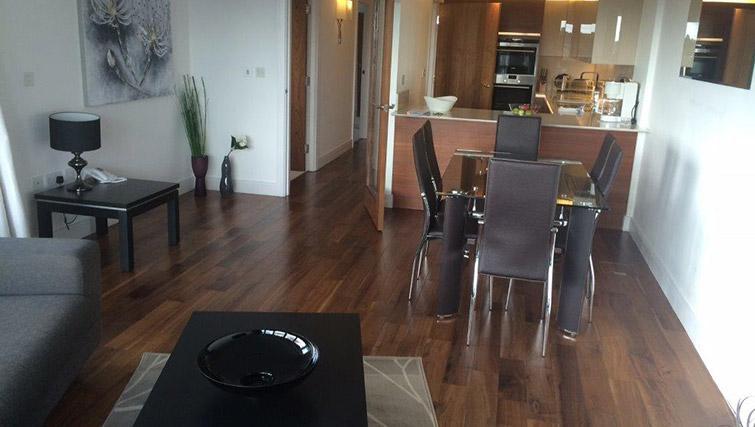 Dining table at Kew Bridge Piazza Apartments