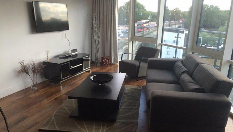 Living area at Kew Bridge Piazza Apartments