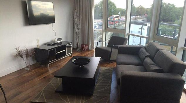 Living area at Kew Bridge Piazza Apartments