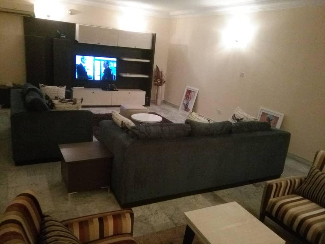 Spacious living area in Milverton Apartments