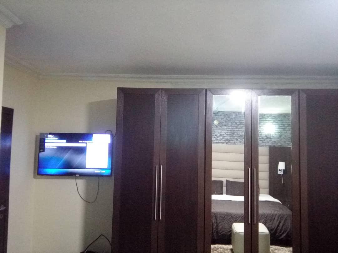 Relaxing bedroom in Milverton Apartments