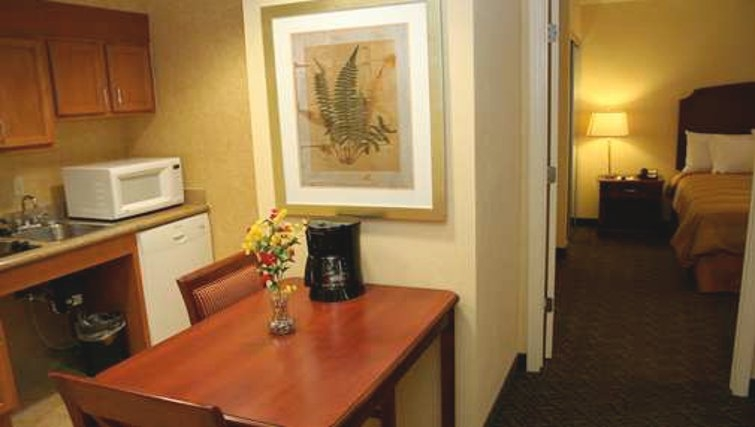 Simplistic dining area in Homewood Suites Daytona Beach Speedway Airport