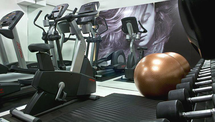 Equipped gym in B-aparthotel Regent