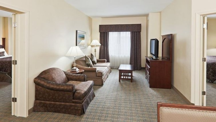 Practical living area in Staybridge Suites Oklahoma City