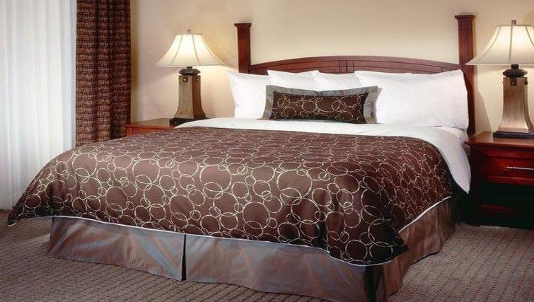 Cosy bedroom in Staybridge Suites Oklahoma City