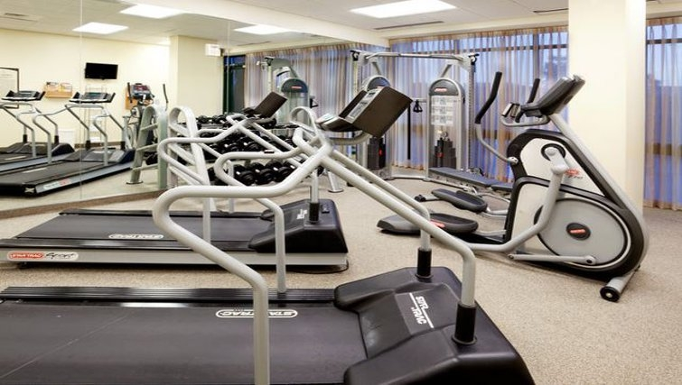 Equipped gym in Staybridge Suites San Antonio Downtown