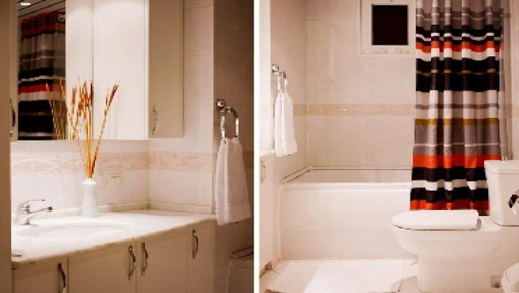 Bright bathroom in Sabri Alanyali Residence