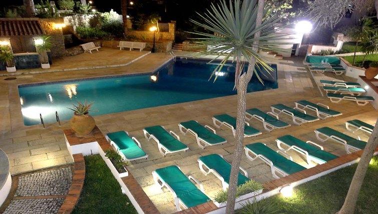 Spectacular pool in Estoril Apartments