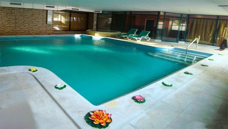 Glorious pool in Estoril Apartments