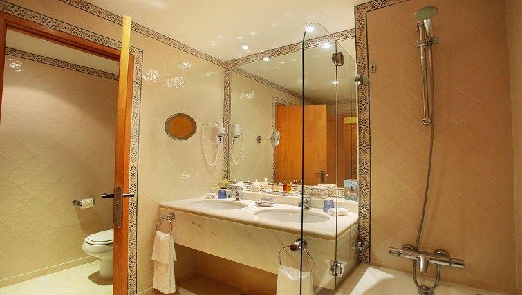 Gorgeous bathroom in Estoril Apartments