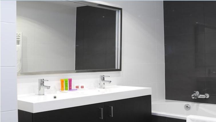 Pristine bathroom in Thon Residence EU
