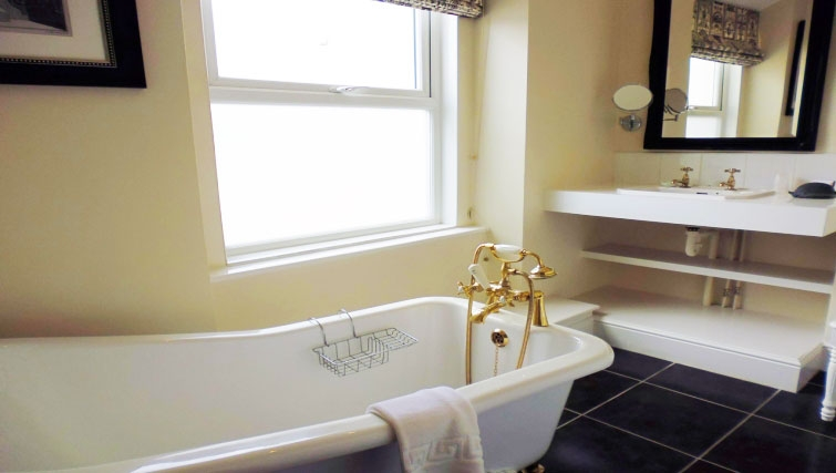 Modern bathroom in The Town House Apartments