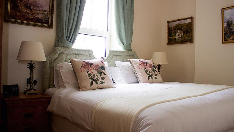 Cosy bedroom in The Town House Apartments